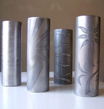 bucaros en aluminio envejecido