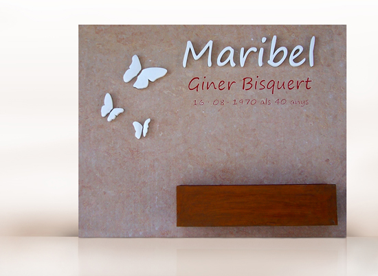 lapida elegante con mariposas de marmol blanco